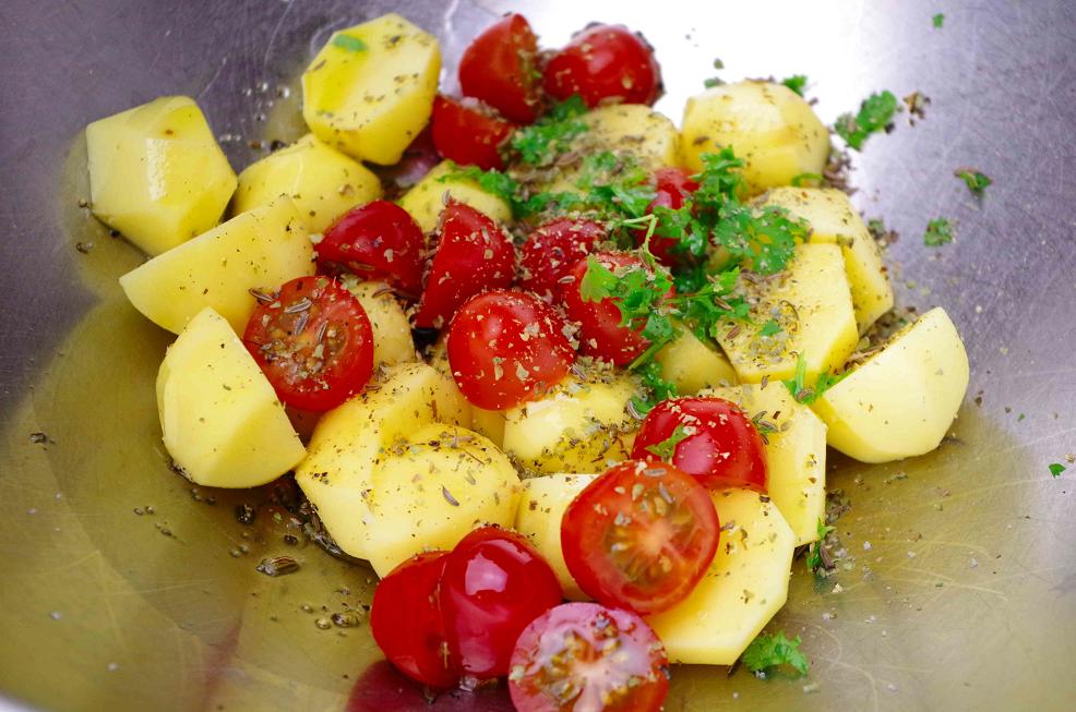 Tomaten-Kartoffel-Kümmel-Potpourri